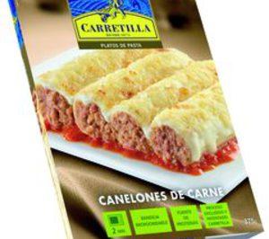 Carretilla presenta platos de pasta en ambiente