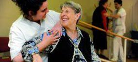 Sanitas Residencial cierra un acuerdo con la Asociación de Parkinson de Valencia