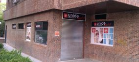 Hermanos de Marcos Velasco reabre una tienda de Unide