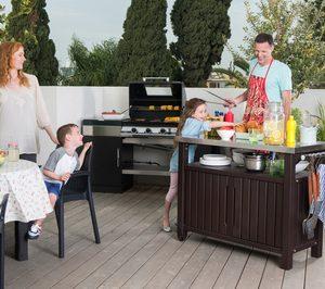Keter\' incorpora a su oferta de exterior una mesa para barbacoas ...