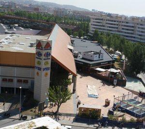 0d863fdb9c5 beautiful carmila carrefour compra tres centros comerciales en espaa por m  with tienda de muebles en badalona.