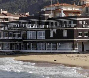 El Ayuntamiento de Castro Urdiales busca inversores para salvar el hotel Miramar