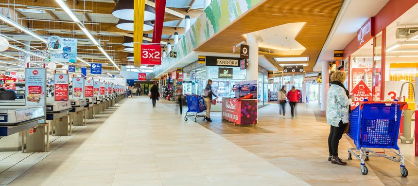 Carrefour abre diez nuevos hipermercados