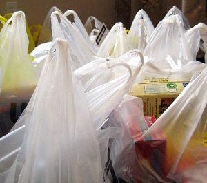 La CNMC publica un informe sobre el futuro de las bolsas de plástico