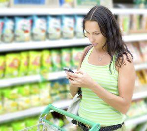 El 71% de los clientes utiliza el móvil mientras compra en el supermercado