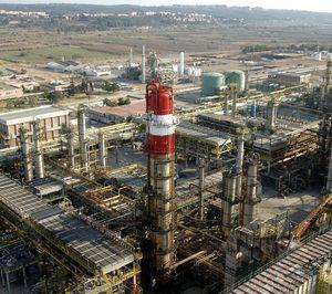Repsol arranca una nueva columna de destilación en Tarragona