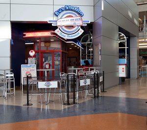 Bus Station ofrecerá servicio a domicilio tras sellar un acuerdo con Deliveroo.