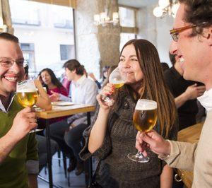 La cerveza es la bebida fría más consumida en hostelería
