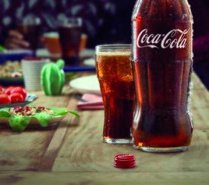 Coca-Cola lanza su icónica botella en formato familiar para el hogar