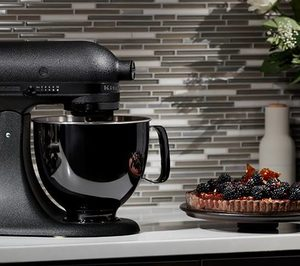 nuevo robot de cocina kitchenaid artisan black tie noticias de electro en alimarket. Black Bedroom Furniture Sets. Home Design Ideas