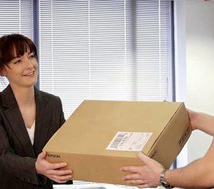 La paquetería sigue aumentando, mientras cae el correo tradicional