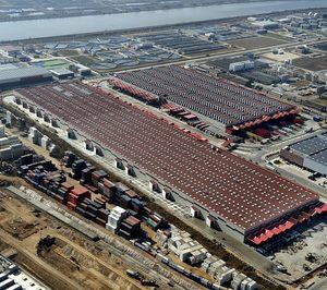 Alfil Logistics factura 99 M y suma tres plantas