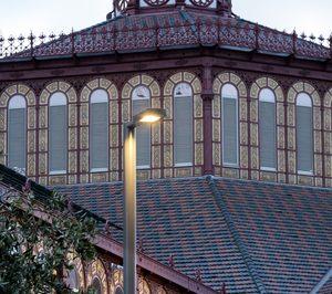 Simon ilumina los espacios exteriores del Mercado de Sant Antoni