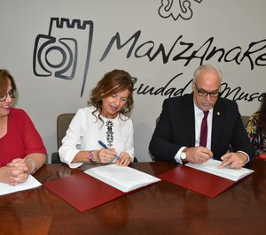 Firmado el convenio que facilita la ampliación de la residencia de Manzanares