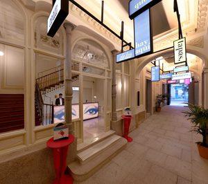 Hisbalit viste las suites del hotel Axel Madrid