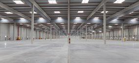 Euro-Cargo Express empieza a llenar de mercancía su nuevo almacén