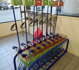 Los carros infantiles se abren un hueco en los supermercados