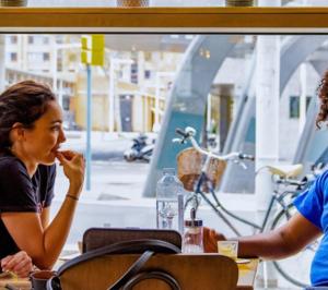Una incipiente cadena de restauración abre en el primer hostel de una hotelera catalana