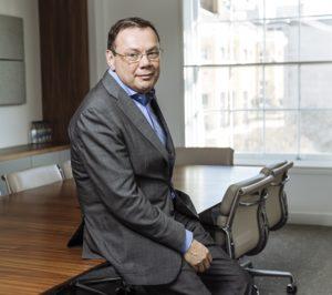 La CNMV considera equitativos los 0,67 € por acción de la OPA de Fridman sobre DIA