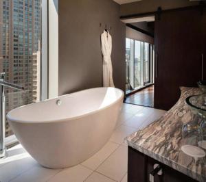 La inmobiliaria de Amancio Ortega compra un hotel en Chicago