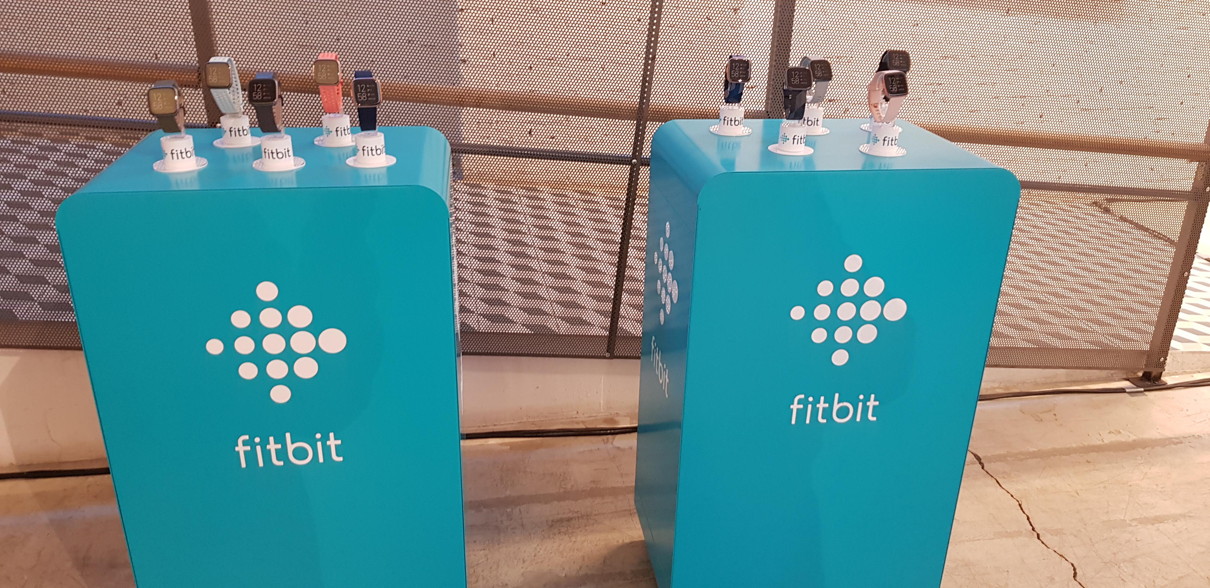El propietario de Google quiere comprar Fitbit