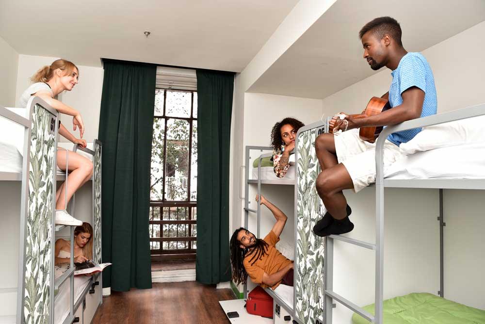 KKR entra en el mercado 'hostel'