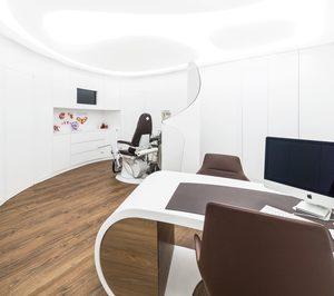 Hi-Macs diseña con su piedra acrílica una clínica ginecológica en Valencia