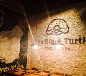 Atitlan entra en la restauración organizada tras comprar la valenciana The Black Turtle