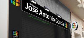 José Antonio García estrena nueva tienda de pinturas