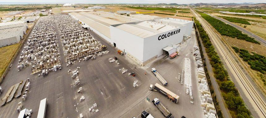 La azulejera Colorker y la comercializadora Saniceramic acuerdan su fusión