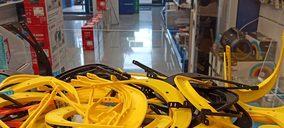 Las tiendas de informática Beep y PCBox fabrican viseras sanitarias