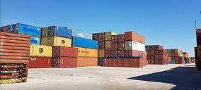 Menos escalas de Oriente, reorganización de tránsitos y débil demanda en Europa pasan factura al puerto de Barcelona