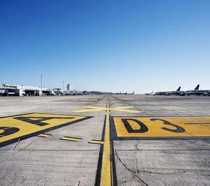 La carga aérea desciende un 41% en junio