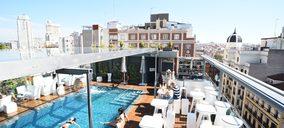 El hotel madrileño Santo Domingo crea un pase de día para habitación, terraza y piscina