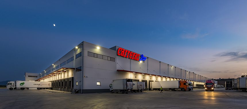 Trilux ilumina la plataforma logística de Grupo Carreras en Masquefa