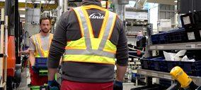Linde presenta ropa inteligente para la prevención contra el Covid en espacios logísticos e industriales