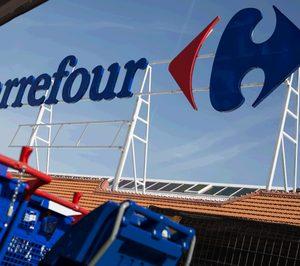 El grupo canadiense de distribución Couche-Tard negocia la compra de Carrefour