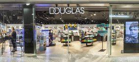 Douglas reorganiza su red de tiendas ante el cambio de comportamiento del consumidor