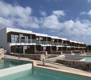 Mazabi compra un hotel en Menorca y vende el Iberostar Selection Santa Eulalia de Ibiza