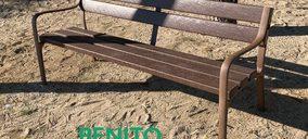 Benito Novatilu lanza un banco de plástico reciclado