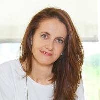 ¿Cómo es el perfil de la nueva directora general de Clarins Spain?