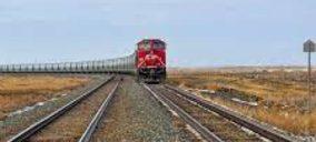 La primera empresa privada en transportar mercancías por tren en España suspende su actividad