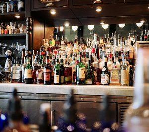 El consumo de bebidas espirituosas se contrajo un 49% en 2020
