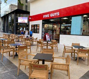 Five Guys sigue creciendo en Alicante y Sevilla