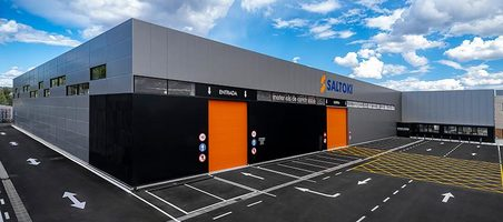 Saltoki introduce materiales de construcción en su nuevo almacén de Igualada