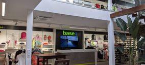 Base alcanza las 65 tiendas en Canarias con una apertura bajo el concepto Selection
