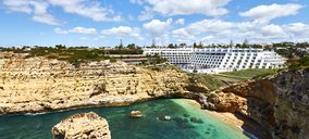Minor aligera su catálogo y vende dos hoteles a Azora