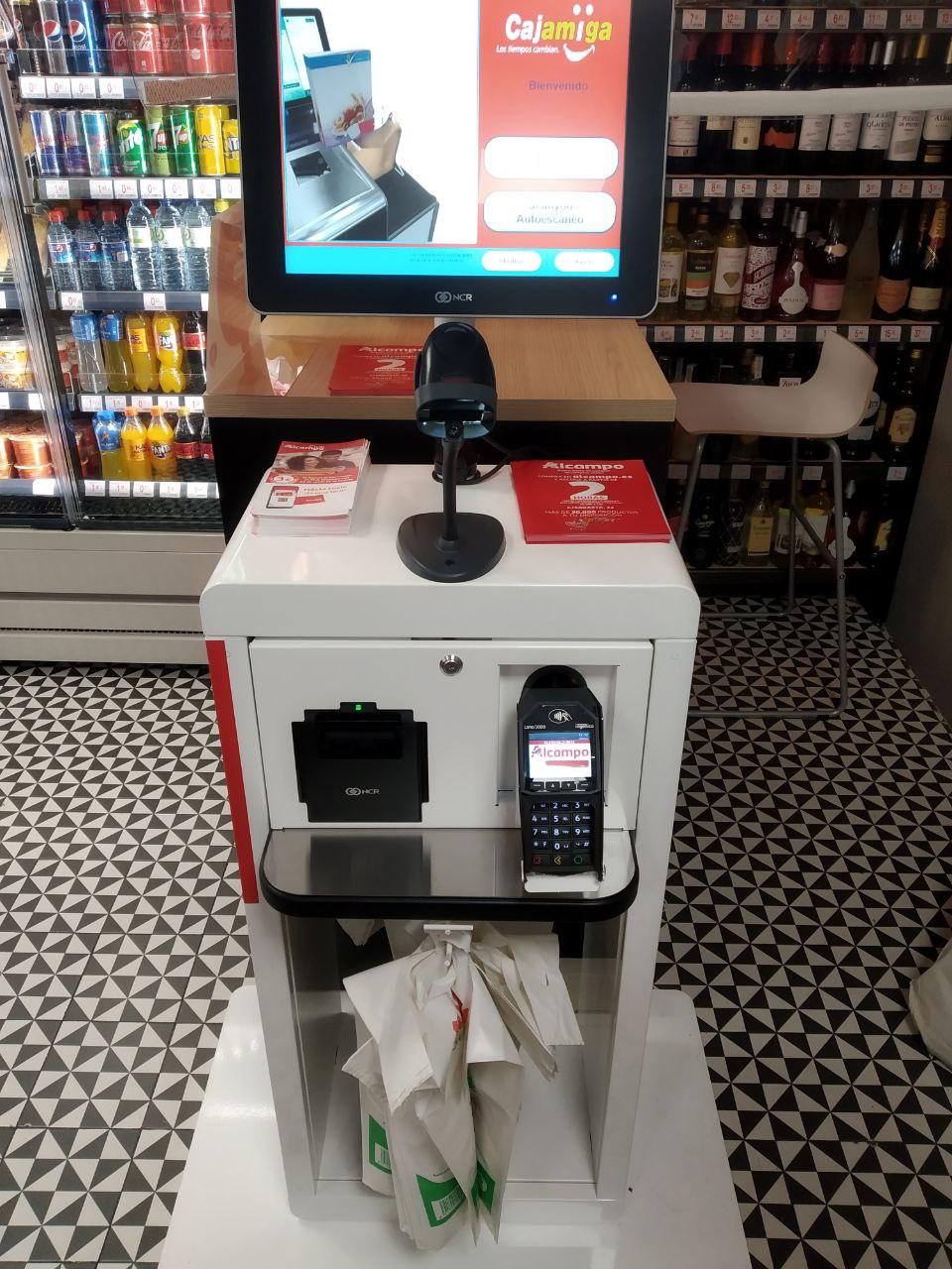 El 'drive' peatonal de Alcampo es también el primer supermercado sin efectivo de España