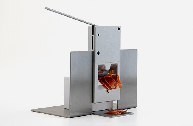 Ibérico singular lanza  Singular, la primera cortadora portátil mecánica
